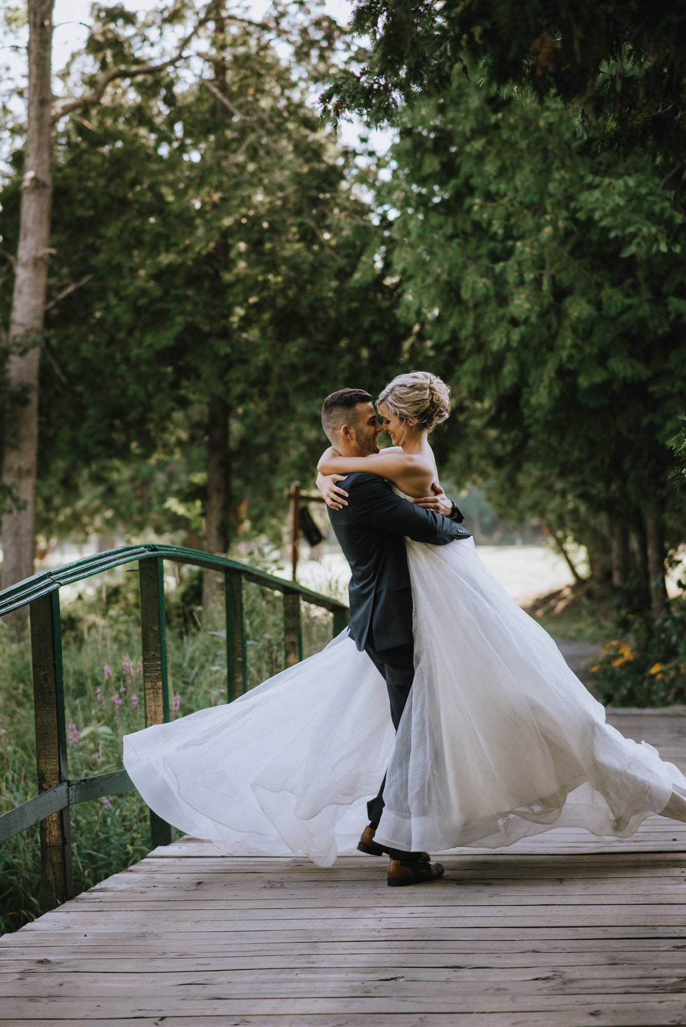 romantic wedding photography at hockley valley