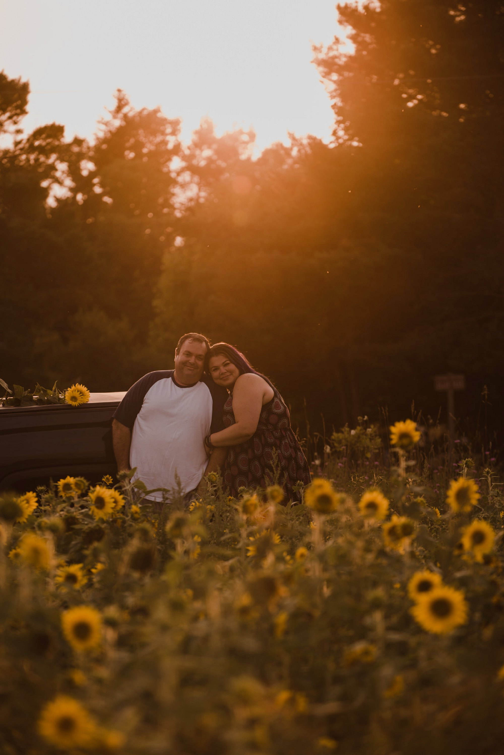 sunflower field ENGAGEMENT session Hanover _0014