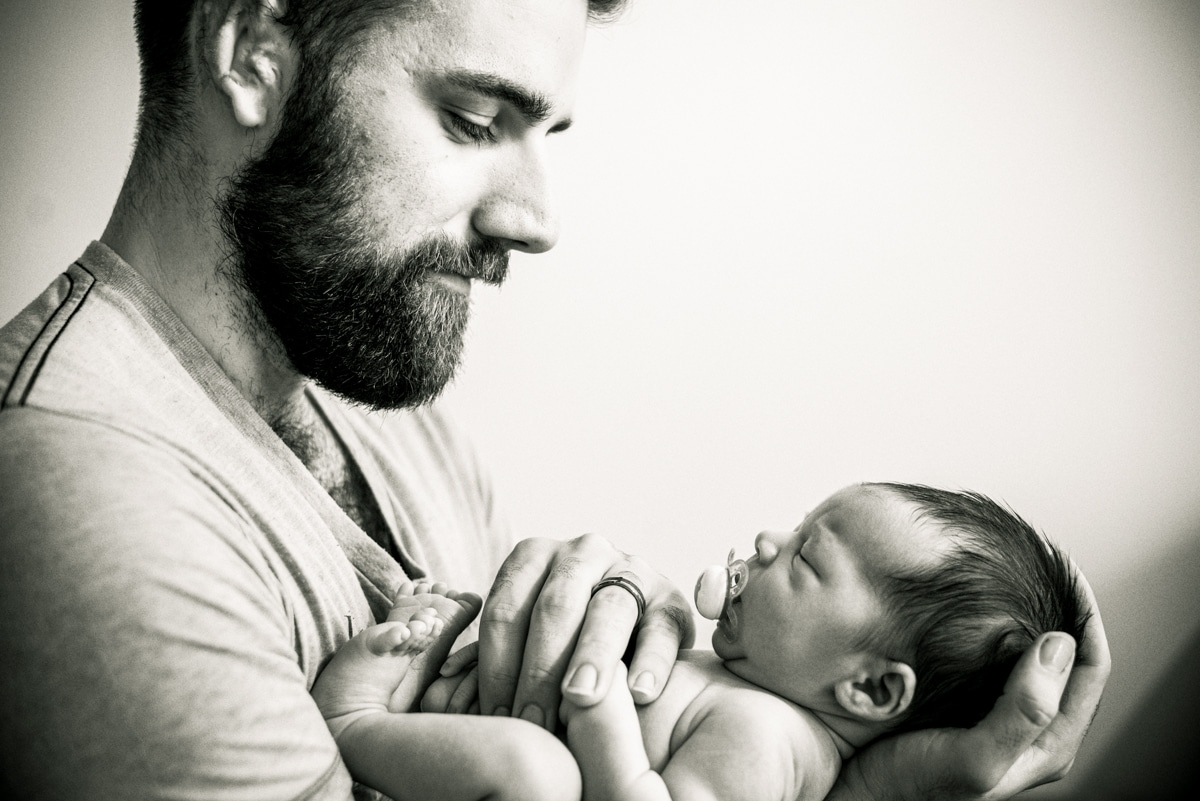 Lifestyle_Newborn_Photos_with_Dad