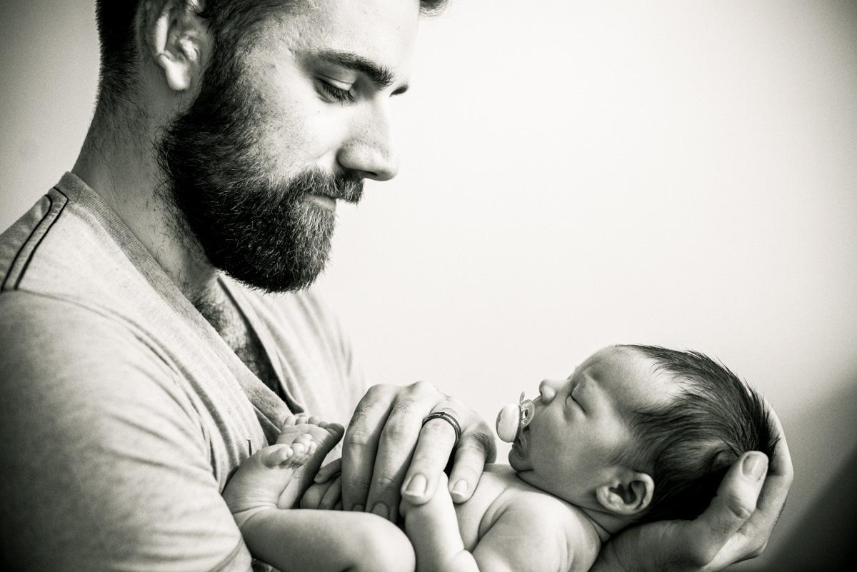 Lifestyle_Newborn_Photos_with_Dad